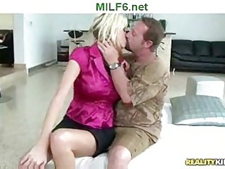 d like to fuck hunter seduces blonde mother i