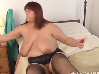 gorgeous breasty milf in nylons