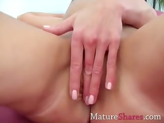 exotic mature fingering