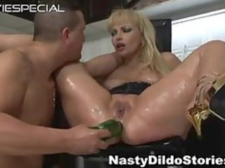 older d like to fuck acquires chocolate hole