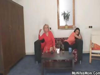 blonde mamma finds her daughters boyfriend trying