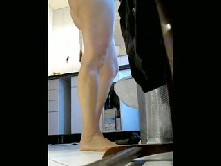 Plump Wife Inserts an Applicatorless Tampon