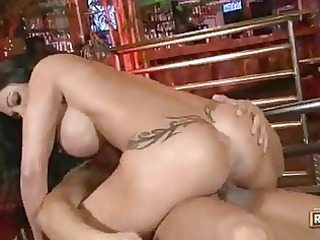 curvy momma jewels has her juicy pussy pumped