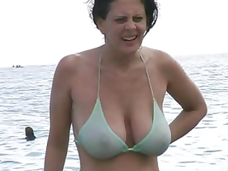 sexy d like to fuck in bikini at the beach