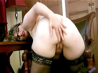english mum masturbates in her office