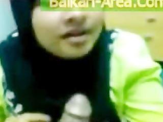 devout pakistani wife in black burqa sucking