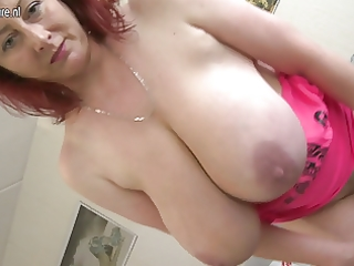 hawt mother t live without to show off her super