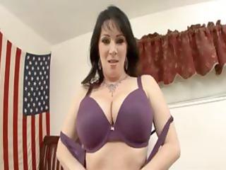 hawt dark brown mamma with a good rack receives