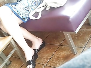candid feet: working d like to fuck at restaurant